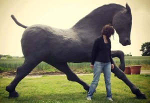 d619a21f51-saone-de-stalh-sculpture-cheval-monumentale-brann-principale